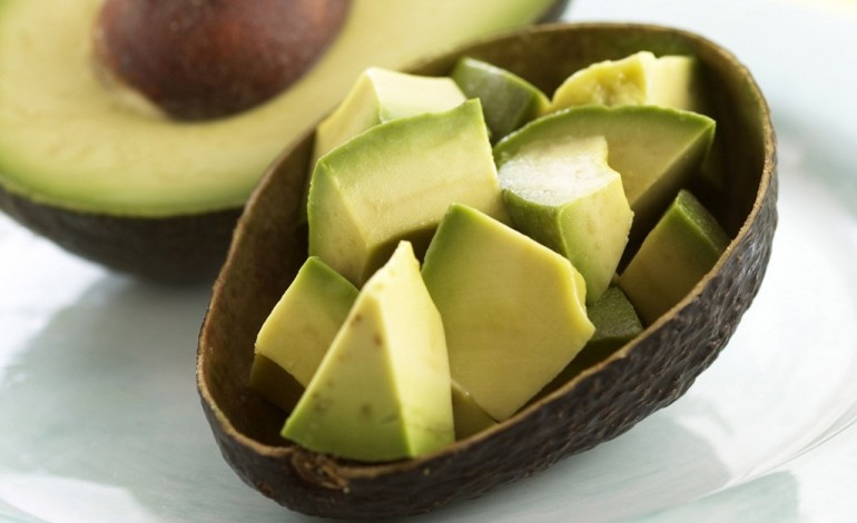 You are currently viewing 5 Reasons Why You Should Eat An Entire Avocado Every Day