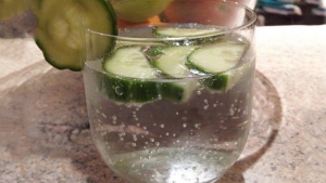 Read more about the article Simply Place It In A Glass Of Water – It Heals Hernia, Protects The Heart, Prevents Diabetes…