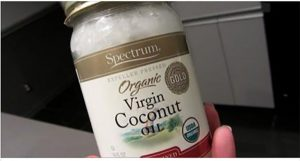 Read more about the article 70 Reasons You Need Coconut Oil In Your Pantry At All Times